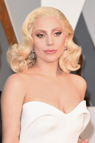 Lady Gaga Dazzles @ Oscars – 2016